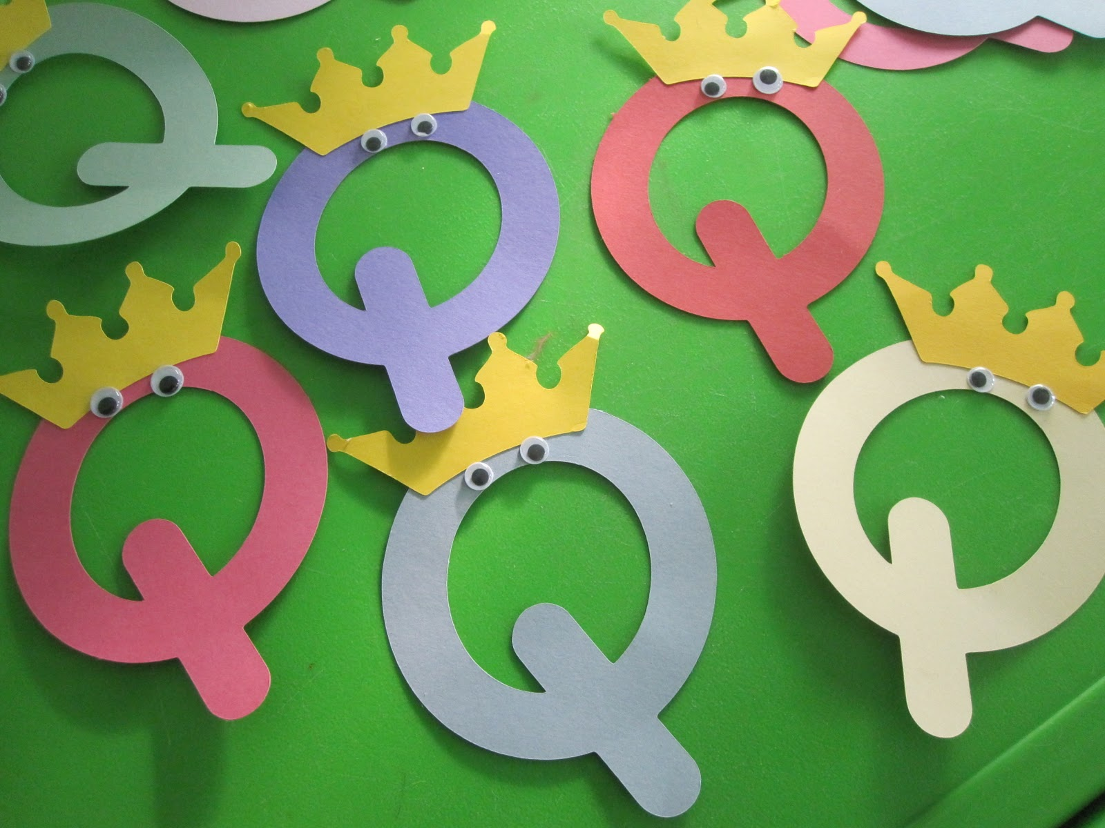 Letter Q Crafts - Preschool and Kindergarten