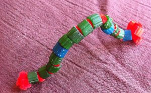 make caterpillar with makaroni