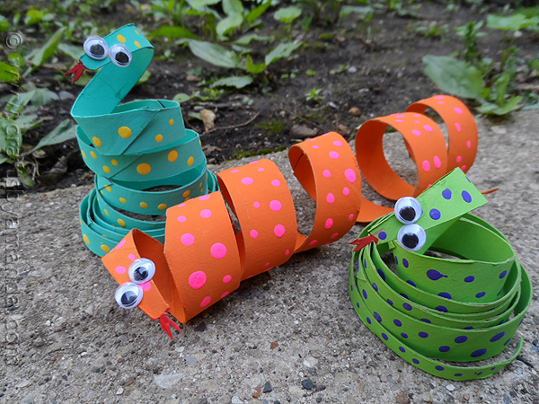 snake craft from toilet rolls