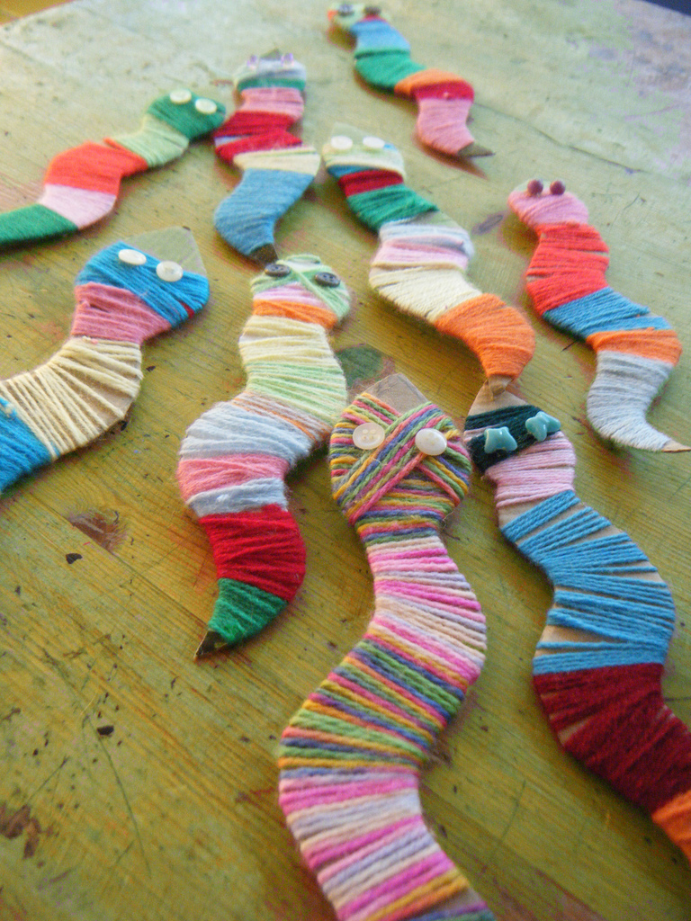 Snake craft idea for kids preschool and kindergarten for Pre punched paper for crafts