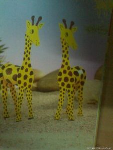 giraffe-craft-idea-with-toilet-rolls