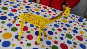 Kindergartners craft ideas related to giraffe