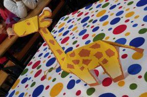 Preschoolers craft ideas related to giraffe
