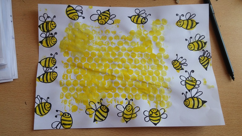 preschoolers finger print bee craft idea