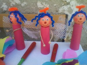 toilet-roll-and-pinpon-ball-craft-idea-for-kids
