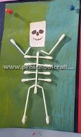 kindergarten-making-skeleton-with-ear-stick