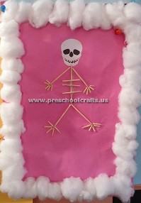 making-skeleton-with-ear-stick-for-primaryschool