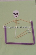making-skeleton-with-ear-stick-preschool