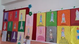 rocket-bulletin-board-ideas-for-preschool
