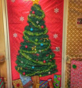 christmas-door-for-school