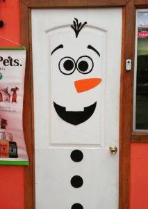 frozen-christmas-door