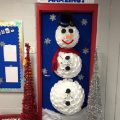 snowman-christmas-door-from-plastic-cups