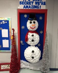 snowman christmas door from plastic cups