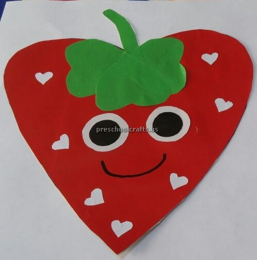 Kindergarten craft to strawberry