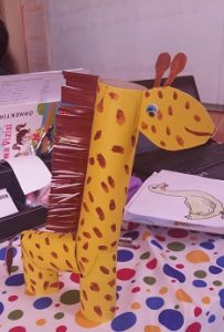 Giraffe craft toilet paper roll for preschool